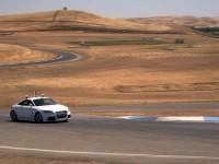 Беспилотный автомобиль впервые обогнал профессионального гонщика