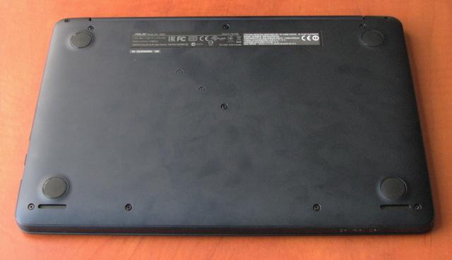 На задней панели расположены два стереодинамика.