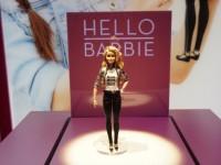Активисты выступают против говорящей Барби, шпионящей за детьми
