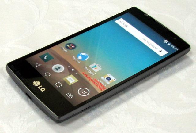 LG Spirit оснащен ярким IPS-дисплеем, выполненным по технологии In-Cell