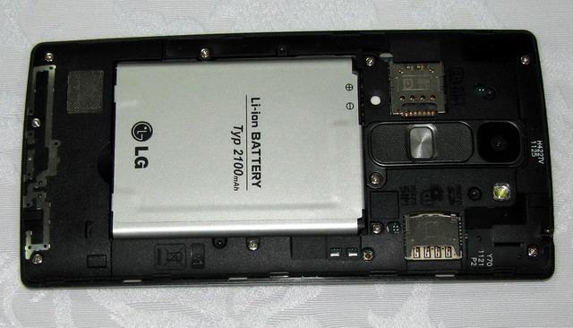 Среди преимуществ модели Spirit — поддержка двух SIM-карт, слот расширения для карты MicroSD и съемная батарея