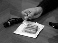 Житель Днепропетровска переделывает аккумуляторы ноутбуков в автономные элементы питания для АТО