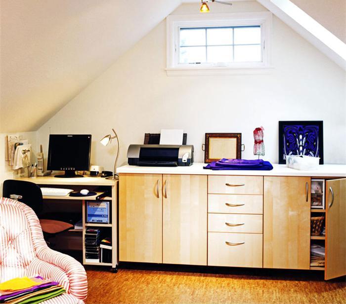 cool-attic-home-office-design-ideas-81