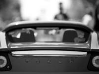 Видео: новый электромобиль Tesla Motors может проехать 400 км на одном заряде