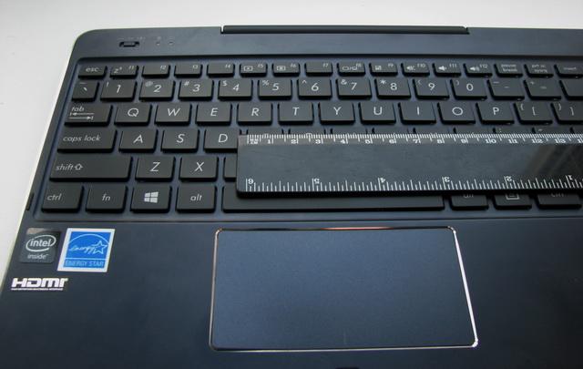 T100 Chi оснащен практически полноразмерной клавиатурой, клавиши всего на 1 мм меньше стандартных