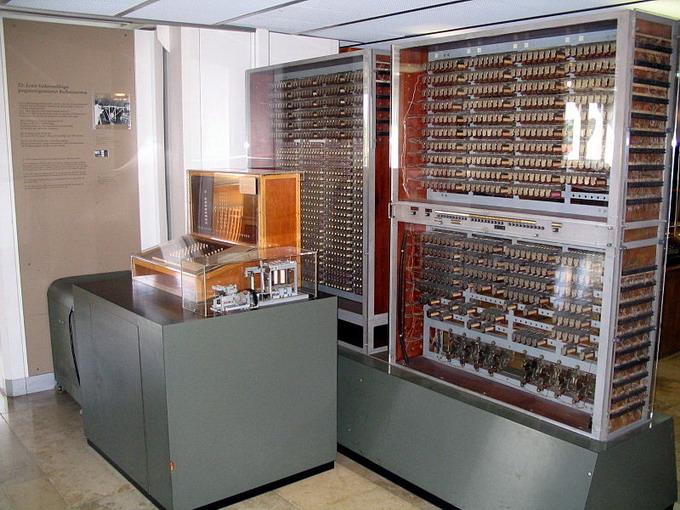 Вычислительная система Z3 в годы войны выполнялись расчеты, необходимые при проектировании самолетов и баллистических ракет Вернера фон Брауна