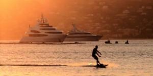 Видео: Шведы придумали доску для сёрфинга с электроприводом, которой не нужны волны
