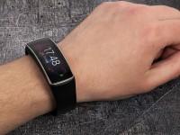 Аксессуар для «умных» часов позволяет управлять ими движениями запястья