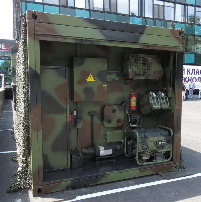 Автомобільний штабний модуль оснащений електросистемою з автономним генератором та системою обігріву