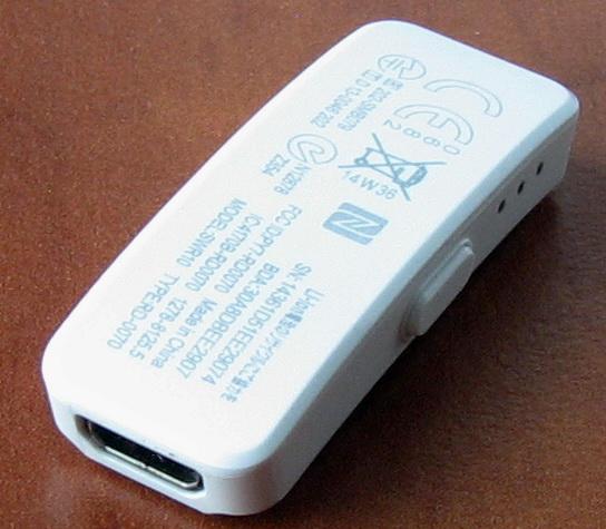 Из элементов управления Core: только кнопка активации и три светодиода на боковой грани. На торце расположен порт microUSB для подзарядки