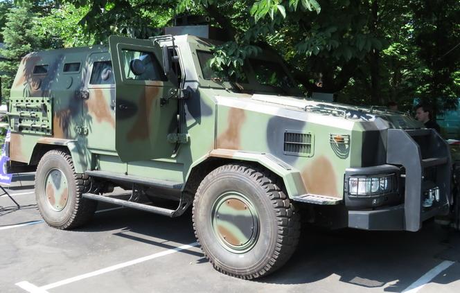 агатофункціональний броньваний автомобіль Козак-2 має до 9 посадкових місць