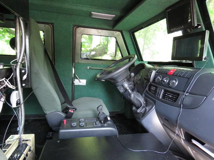 Автомобіль Козак-2 оснащений тепловізором, GPS-навігатором, клімат-контролем