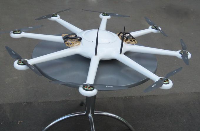 Октакоптер для ближньої розвідки.  Час польоту складає рекордні 55 хвилин