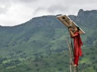 В Индии запустят автономную электростанцию, работающую на энергии солнца и биогаза