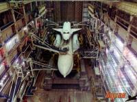 Фото: Прошлое и настоящее космических кораблей «Буран», хранящихся на «Байконуре»