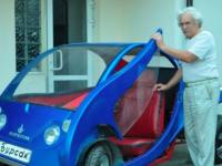 73-річний київський винахідник випускає міні-авто із склопластику