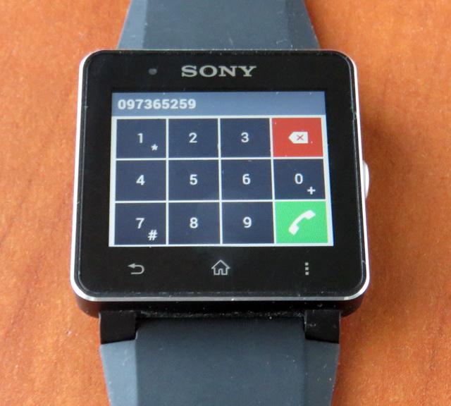 Номер абонента можно набрать вручную посредством панели набора прямо на дисплее часов