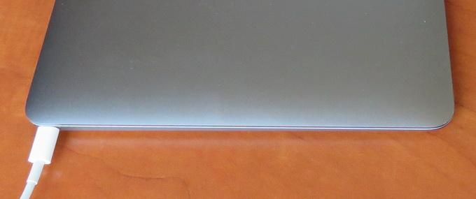 """Applу MacBook 12"""" Retina оснащен всего одним USB-C портом на все случаи жизни"""