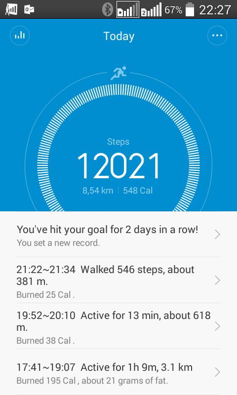 Mi Band от Xiaomi показывает детальную статистику по сделанным в течение дня шагам