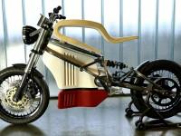 К массовому выпуску готовят электромотоцикл E-Raw с сиденьем из дерева