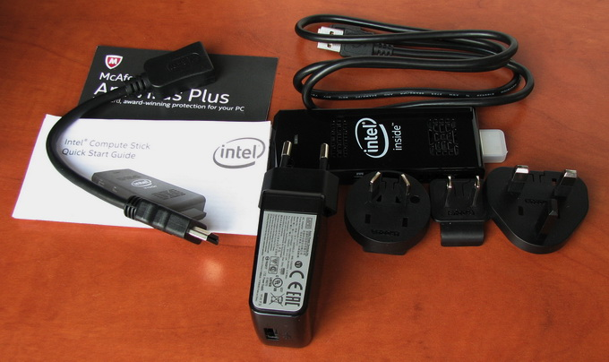 В комплект поставки входит модуль Compute Stick, кабель-удлинитель HDMI, блок питания с  разъмом Micro-USB, инструкция, талон на бесплатную активацию антивирус от McAfee, а также набор переходников для блока питания