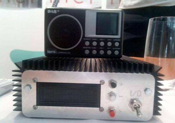 Передавач та радіоприймач