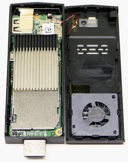 Intel Compute Stick оснащен активной системой охлаждения. Слева видна решетка радиатора, справа —  минивентилятор
