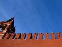 Космолёты над «кремлёвской стеной»