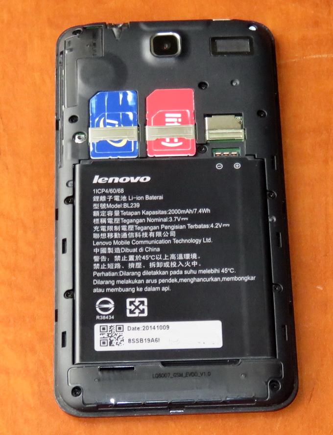 В аппарате предусмотрены два слота: для SIM карты (GSM) и RUIM-карты для работы в CDMA-сети