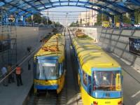 Проезд в киевском скоростном трамвае теперь можно оплачивать банковской картой