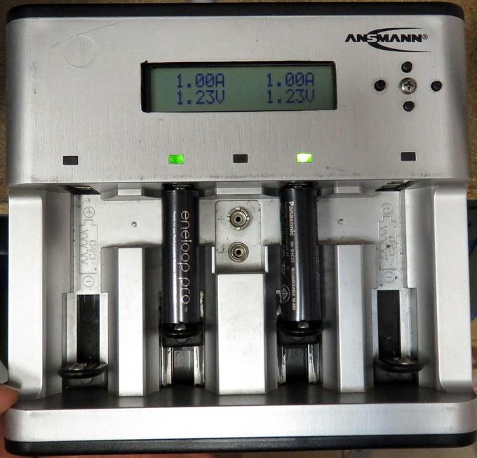 Напряжение на клеммах новых аккумуляторов Panasonic Eneloop Pro под нагрузкой 1