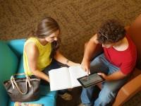 Монитор с зарядкой для смартфонов, телефоночасы LG, видеоаватарки в Facebook и другие новости