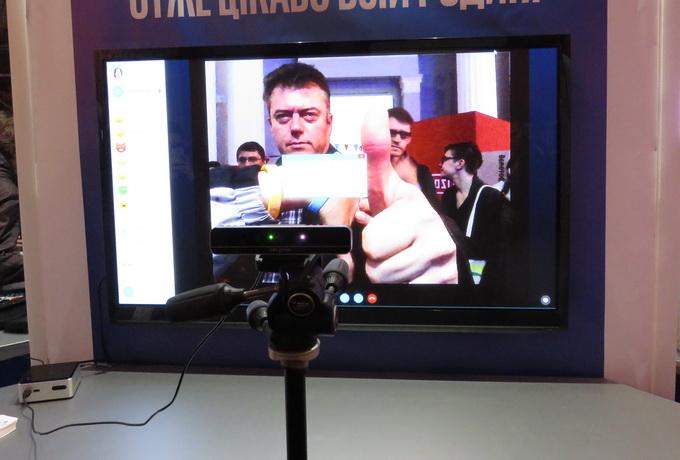 """Программное приложение Emma, способно с помощью камеры Intel RealSense распознавать различные эмоции человека перед камерой. Правда жест """"Во даёшь"""" вызвал записание программы"""