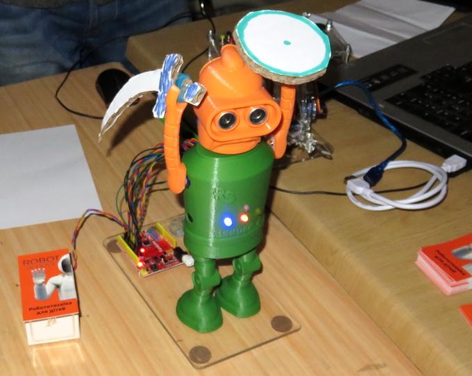 Учебный работ «Bender-A», построенный на базе платы Arduino UNO