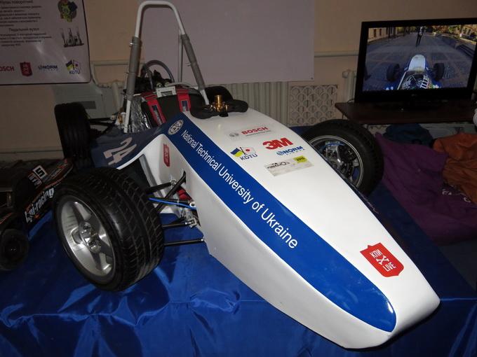 Гоночный автомобиль, созданный студентами НТУУ КПИ. Скорость 100 км/ч набирает за 4 секунды