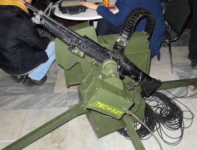 Платформа для дистанционного управления пулеметом «Шабля» оснащена видеокамерой высокого разрешения и тепловизором (опционально)