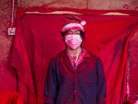 Тучи порошковой краски и $300 в месяц  — как в Китае создают «дух Рождества» для всего мира