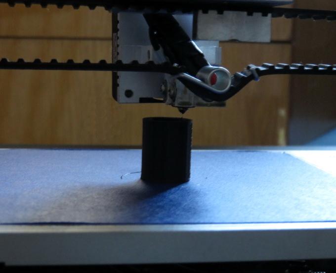 inno3D printer D1 не может определить, что закончились расходные материал и пластиковая нить больше не поступает. То есть, устройство продолжает «имитировать» процесс печати, хотя из сопла экструдера больше не выходит расплавленный пластик