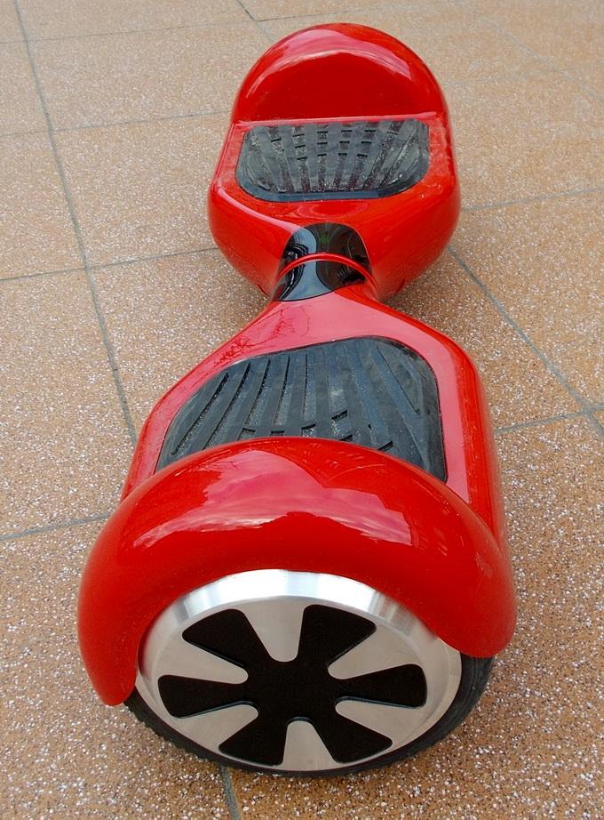 Prologix K65A оснащен 6,5-дюймовыми необслуживаемыми резиновыми колесами