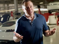 7 причин, по которым Tesla не продаёт свои авто через дилеров