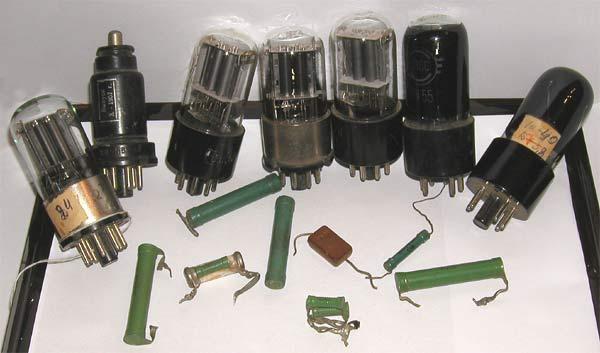 Деталі «МЭСМ»: електронні лампи, опори, конденсатори