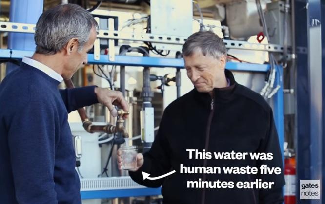 Билл Гейтс пьет воду, которая еще 5 минут назад была канализационными отходами