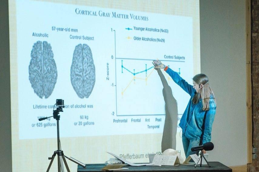 Ася Казанцева во время чтения лекции
