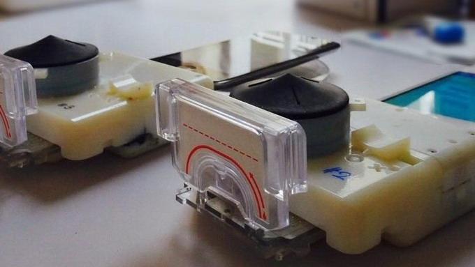 Донгл для смартфона, позволяющий определять инфекции, передаваемые половым путем