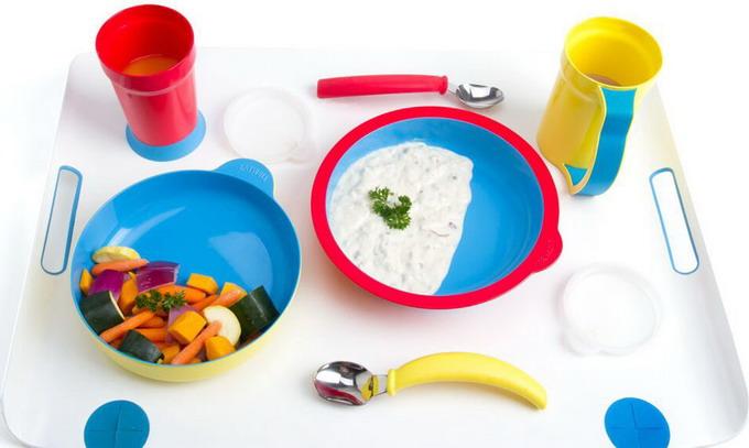 Набор посуды из восьми предметов, который предназначен для слабоумных
