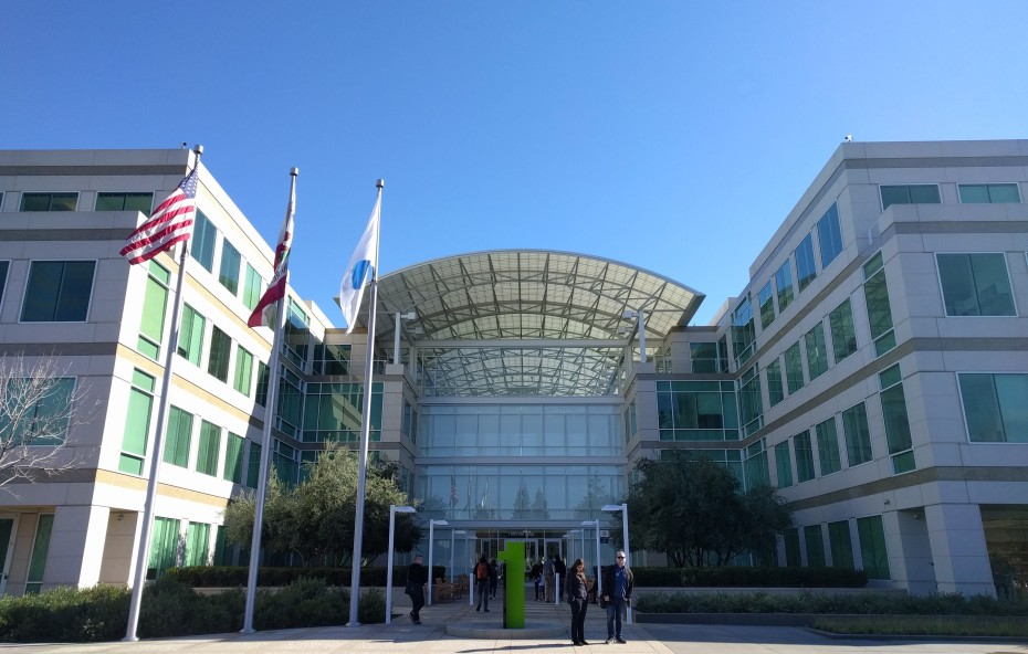 Apple-headquarters-Novet-930x592