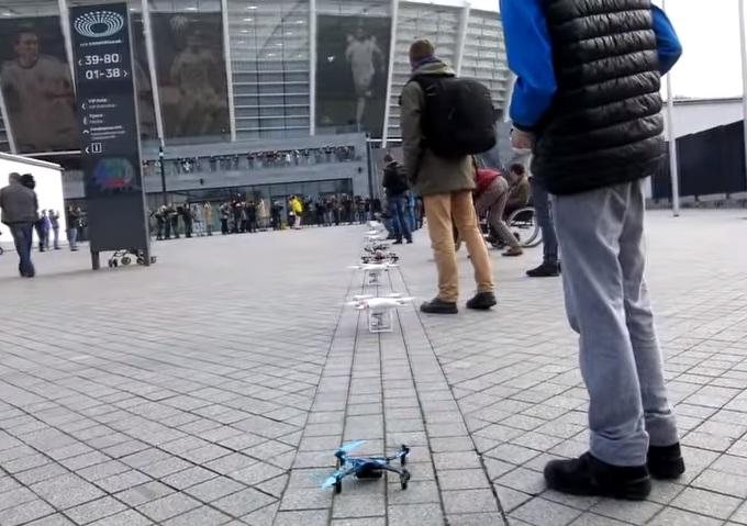 В Украине впервые прошел дрон-марафон: в течение 12 минут в воздух было запущено 22 квадрокоптера