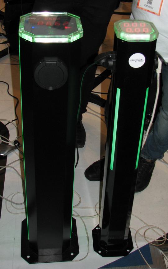 SmagPoint — «умная» зарядная станция для электромобилей. Предназначена для установки на автозаправках, на стоянках возле кинотеатров, супермаркетов и ресторанов. Обеспечивает мощность от 8 до 22 КВт/ч