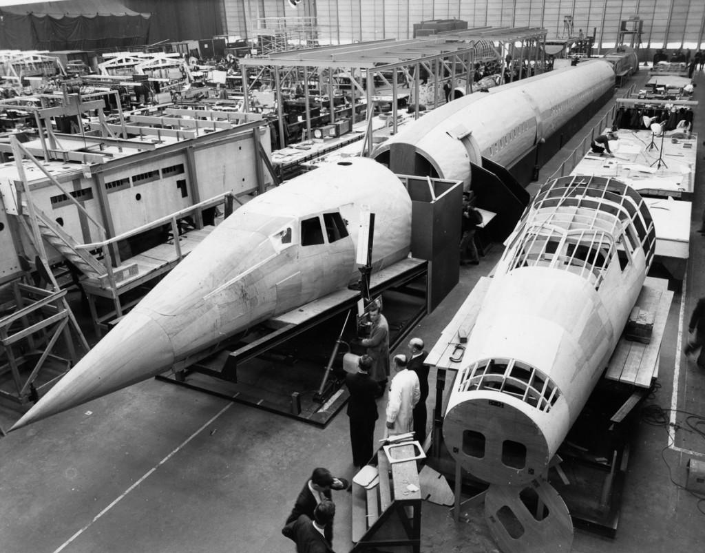 Жовтень, 1963 р. Дерев'яний макет фюзеляжу Concorde на заводі в англійському Брістолі (Фото Central Press/Getty Images)