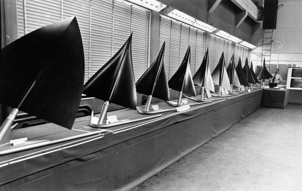 Травень, 1964. Різноматні версії дизайну Concorde. Модель, що була затверджена знаходиться в протилежному від фотографа кінці ряду. (Фото Central Press/Getty Images)